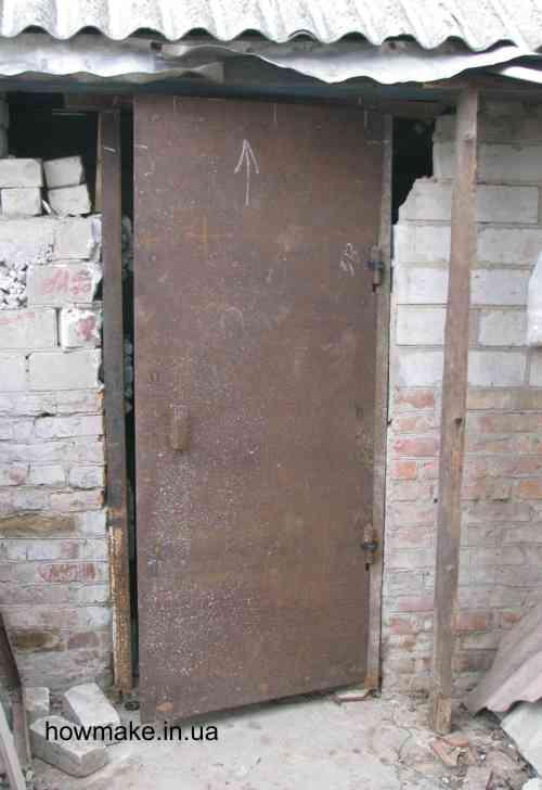 Металлическая дверь гаража